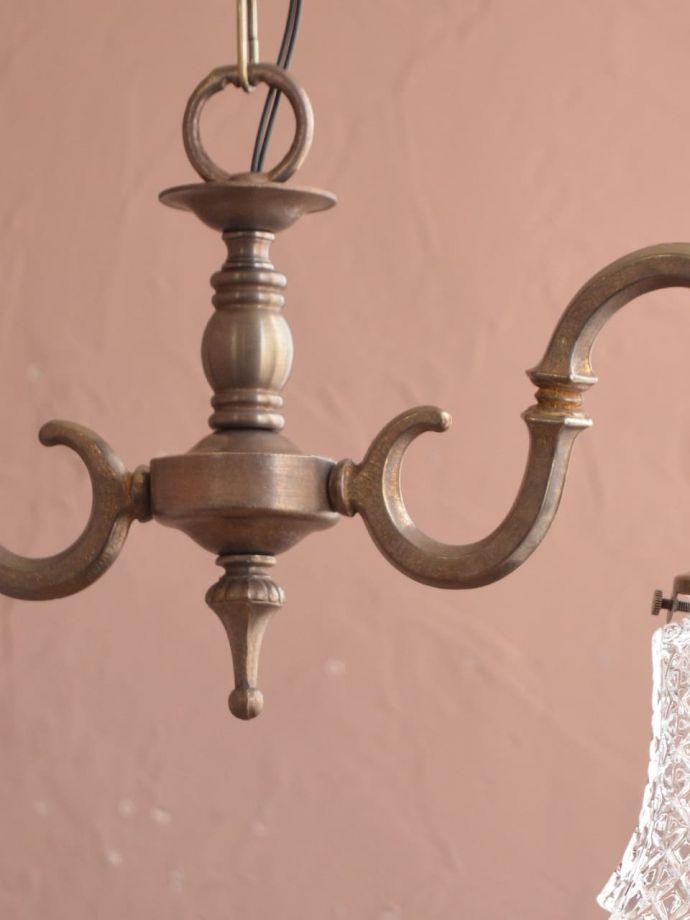 アンティーク調の真鍮製シャンデリア