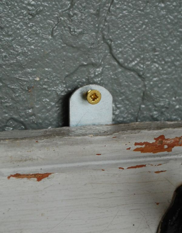 d-1004-f アンティークフックボード(ホワイト)のネジ穴