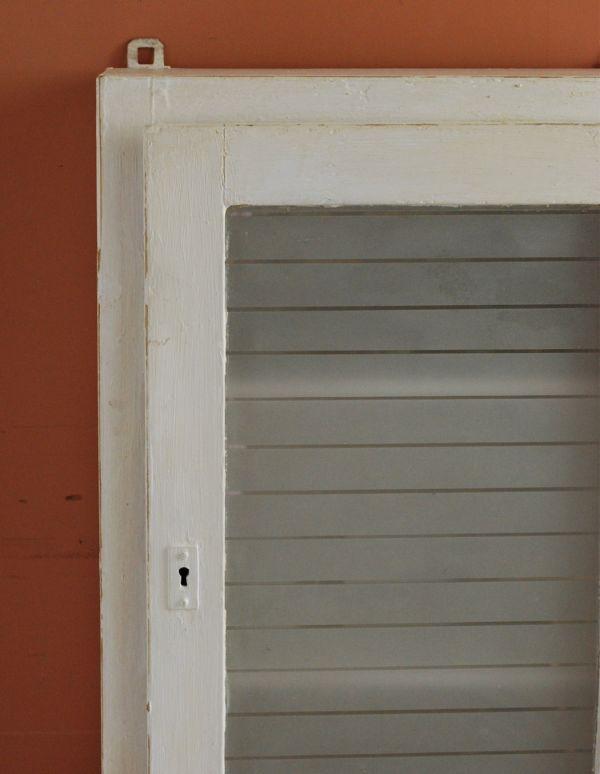 d-1077-f アンティークスモールキャビネット(ホワイト)のアップ
