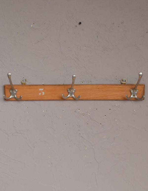 d-1104-f アンティークフックボードの正面