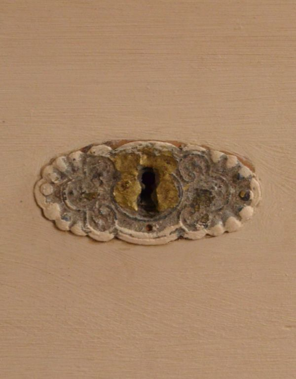 d-1164-f アンティークオープンシェルフ(クリーム)の鍵穴