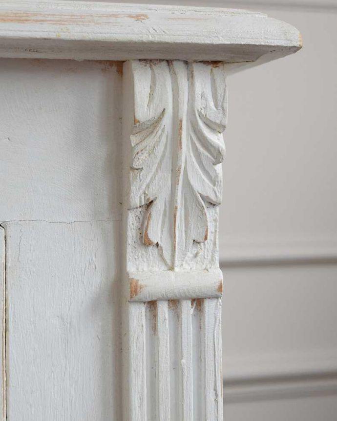 d-1167-f アンティークキャビネット(ホワイトペイント)の彫り01