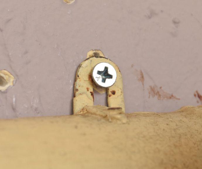d-1208-f アンティークフックボード(3連)のビス穴