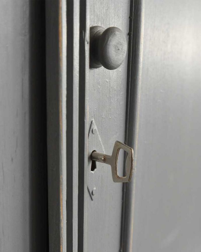 d-1293-f アンティークウェルシュドレッサーの扉面の取っ手
