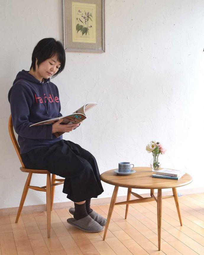 d-1321-f  アーコールテーブルのモデル入り