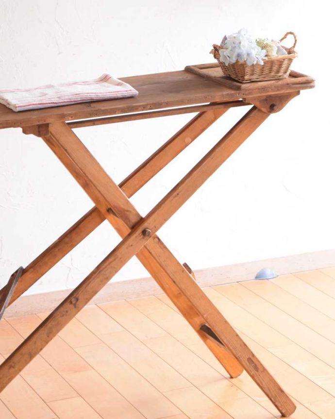 d-1326-f アンティークアイロンテーブルのアイロン置き場