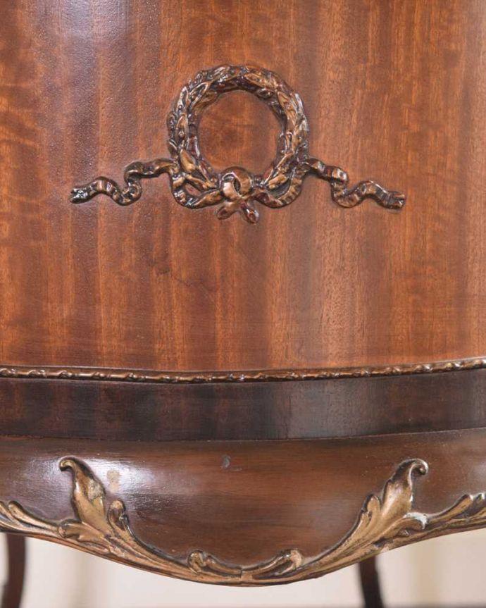 d-1357-f アンティークドレッシングテーブルの横の彫り