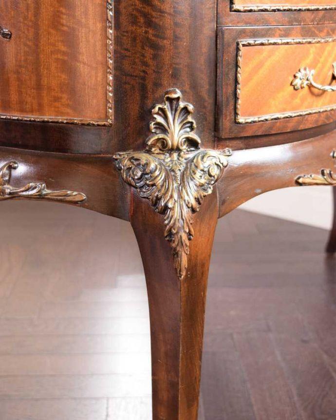 d-1357-f アンティークドレッシングテーブルの脚の彫り