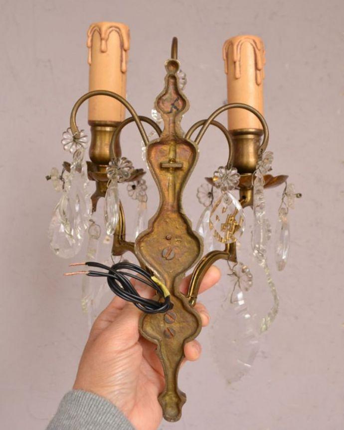 壁付けブラケット 照明・ライティング フランス照明、ガラスパーツが付いたアンティーク壁付けシャンデリア(2灯タイプ)(E17シャンデリア球付)。※配線に直結するので、電気屋さんによる取り付け工事が必要です。(d-1388-z)
