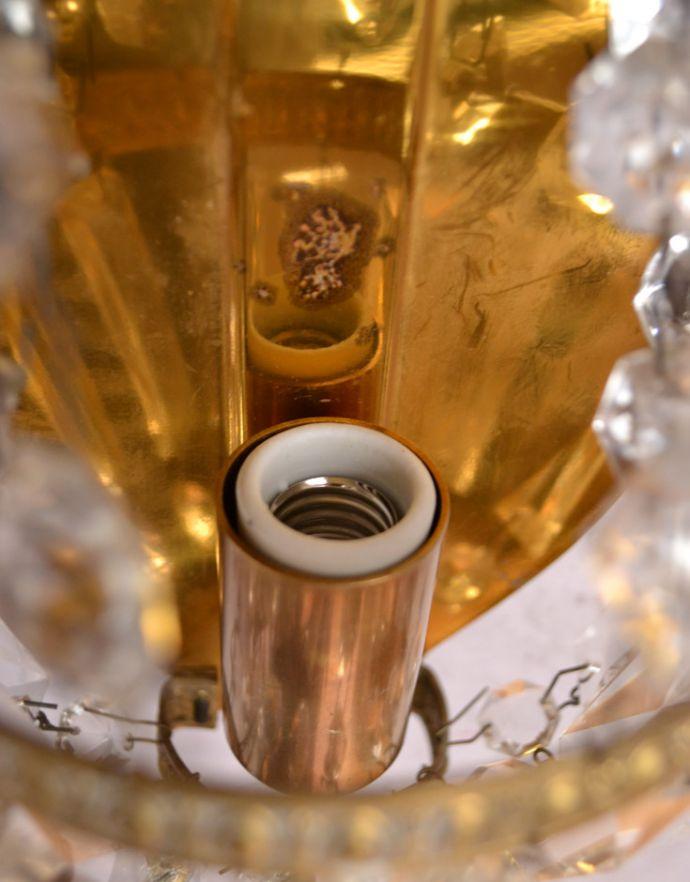 壁付けブラケット 照明・ライティング フランスのアンティーク照明、ガラスが輝く壁付けシャンデリア(E17シャンデリア球付)。LEDも使えますHandleの照明はアンティーク専門の職人が時間をかけて、口金も配線も日本仕様の新しいものに修理しているので、新しい日本の照明器具と変わりません。(d-1433-z)