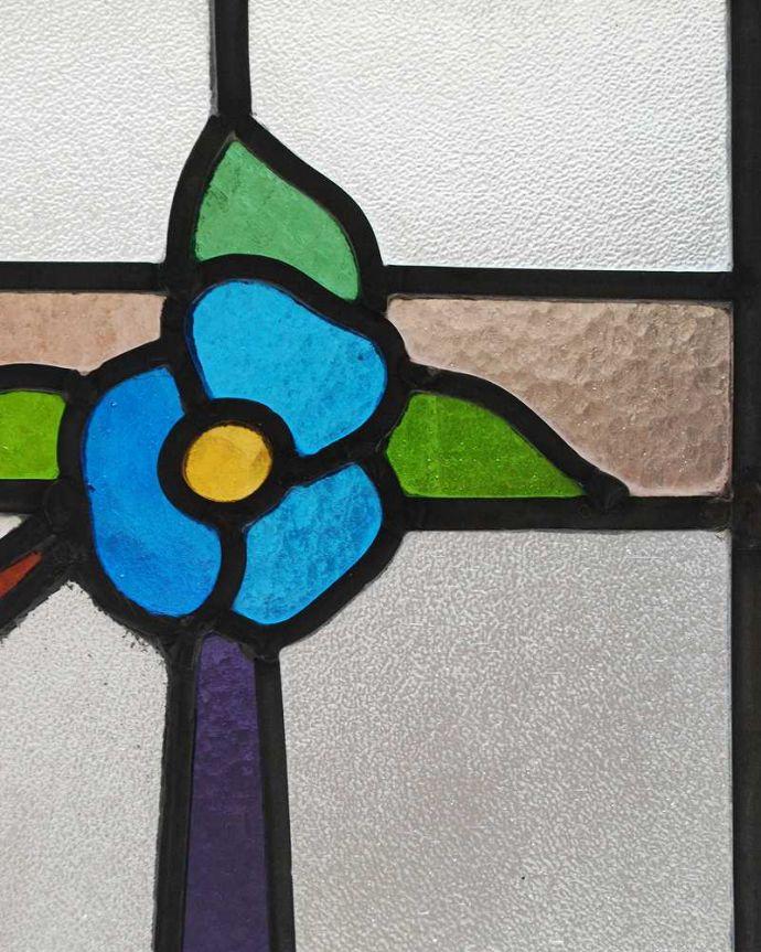 アンティーク ステンドグラス アンティーク雑貨 爽やかな水色のお花のアンティークステンドグラス。太陽の光を通してキラキラ輝くガラスやっぱり魅力はアンティークらしい美しい模様。(g-1150)