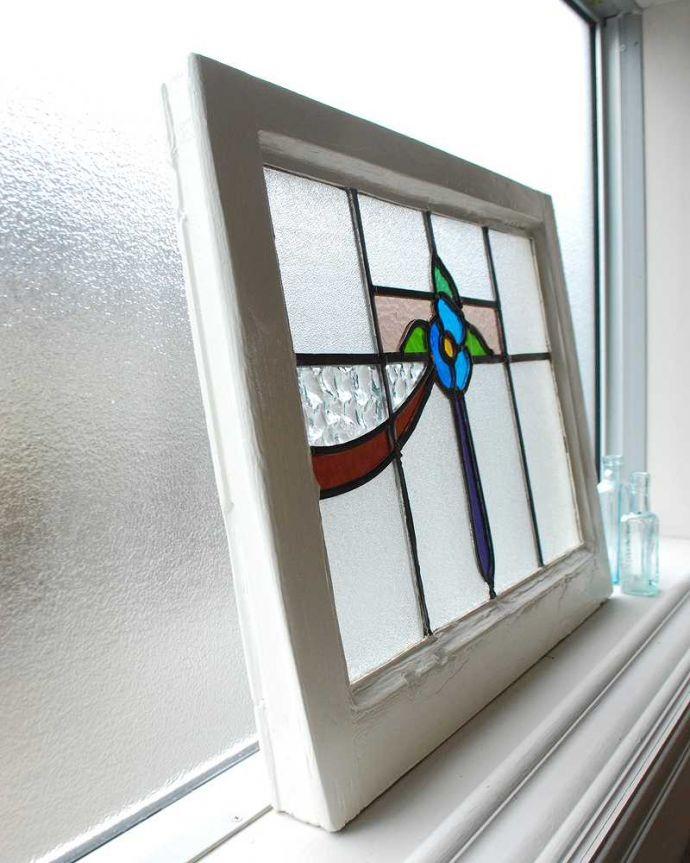 アンティーク ステンドグラス アンティーク雑貨 爽やかな水色のお花のアンティークステンドグラス。キレイに修復しましたステンドグラスの周りを囲うオリジナルの枠はキレイに修復しました。(g-1150)