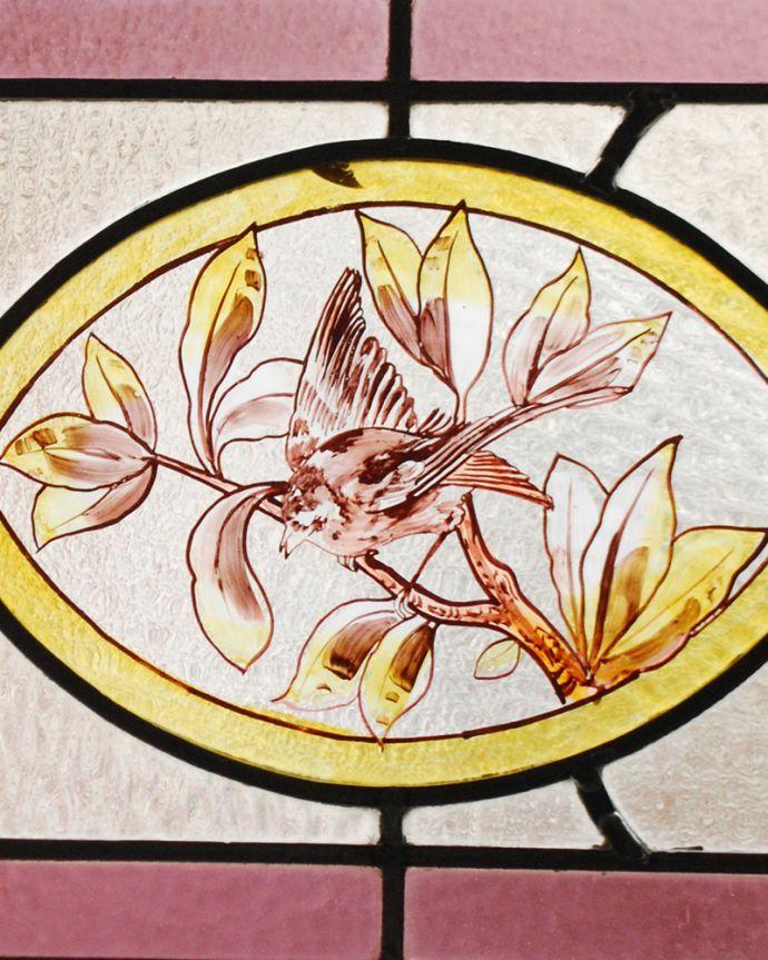アンティーク ステンドグラス アンティーク雑貨 小鳥の絵付けが美しい、イギリスのアンティークステンドグラス。太陽の光を通してキラキラ輝くガラスやっぱり魅力はアンティークらしい美しい模様。(g-1220)