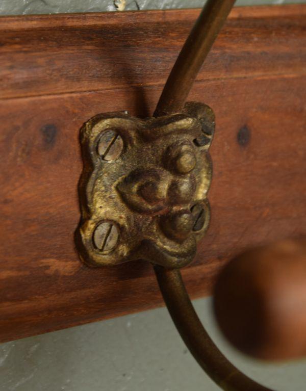 フック・フックボード 住宅用パーツ アンティーク風コート&ハットフック(トリプル)。使用している金具もこだわっているデザインです。(gc-176)