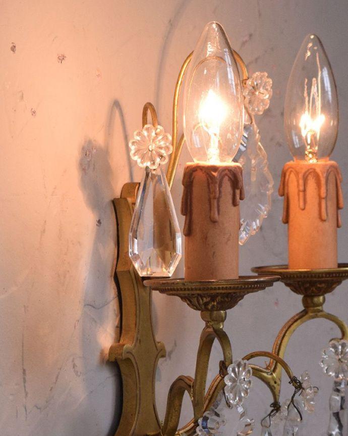 壁付けブラケット 照明・ライティング フランスのアンティークウォールシャンデリア(2灯)(E17シャンデリア球付)。LEDも使えます口金は100Wまで対応可能ですが、蝋管付きなので白熱球は40W以下がオススメです。(h-328-z)