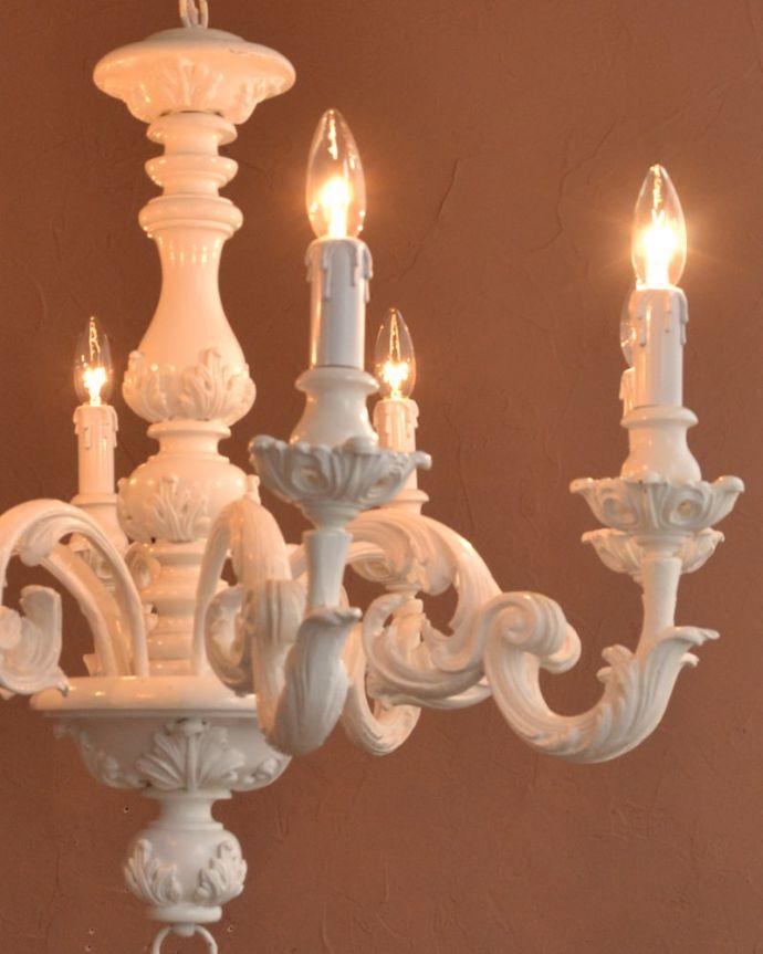 照明・ライティング シャンデリア やさしい灯りで過ごす夜直接照明器具と違って優しく灯るシャンデリアの灯りは、一日の疲れを癒してくれます。(h-384-z)