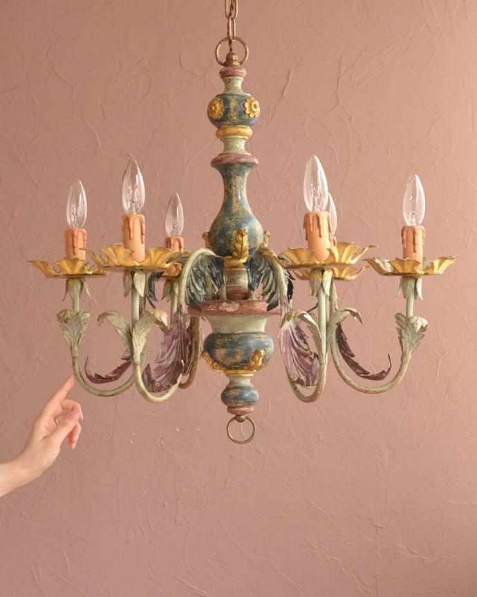 照明・ライティング シャンデリア フランスらしく優雅なデザインのシャンデリアインテリアの一部としてお部屋を素敵に彩ってくれるシャンデリア。(h-392-z)