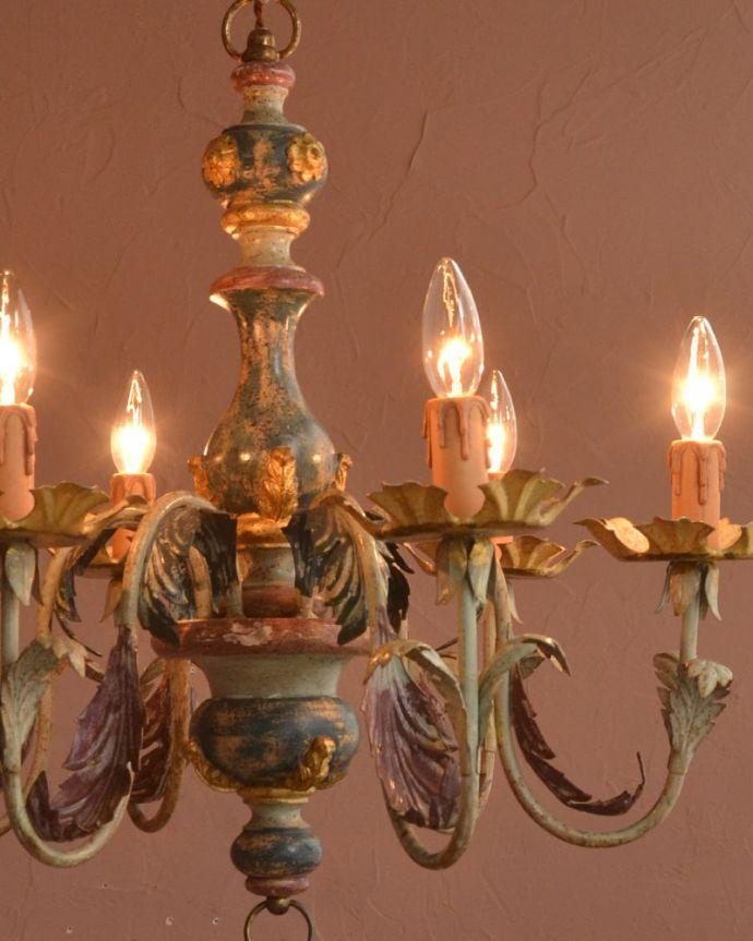 照明・ライティング シャンデリア やさしい灯りで過ごす夜直接照明器具と違って優しく灯るシャンデリアの灯りは、一日の疲れを癒してくれます。(h-392-z)