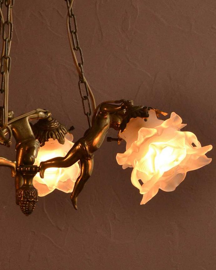 シャンデリア 照明・ライティング 可愛いエンジェルの姿に癒されるフランスのアンティークシャンデリア(3灯)(E17シャンデリア球付)。。(h-724-z)