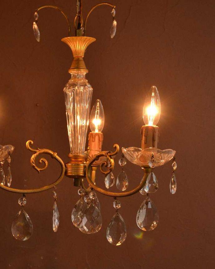 シャンデリア 照明・ライティング ガラスコラムが付いたフランス輸入のアンティーク シャンデリア(3灯)(E17シャンデリア球付)。。(h-752-z)