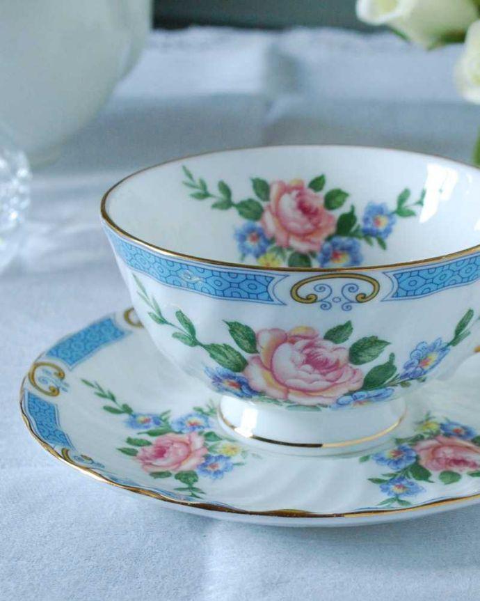 アンティーク 陶磁器の雑貨 アンティーク雑貨 ピンクバラがエレガント、イギリスから届いたアンティークカップ&ソーサー 。飾って使って楽しむ小さなアンティークアンティークでしか手に入れることが出来ない美しい模様のカップ&ソーサー。(h-831-z)