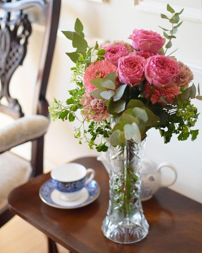 期間限定!Handleのお花屋さん母の日のお花とアンティークのプレスドグラスをセットにしてお届けします。(h-906-z)