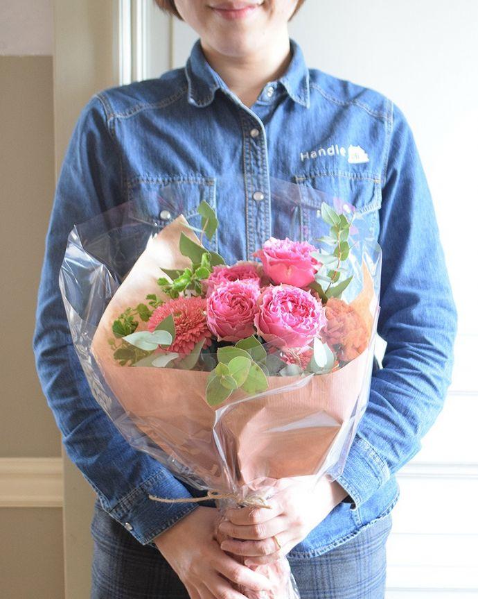 「ありがとう」の気持ちをお花でお届けしてそのまま飾る事ができるアレンジメントです。(h-906-z)