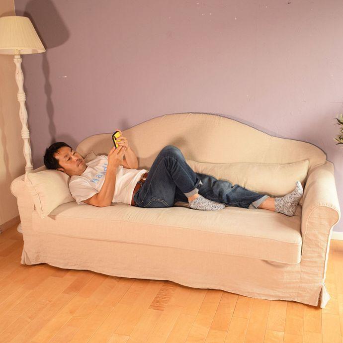 オリジナルソファ アンティーク風 お家の洗濯機で洗えるHandleオリジナルのリネンソファ。男性が横になっても…男性がソファでくつろいでいる時は、ほとんどが・・・寝ている(笑)横になって携帯チェックをしたり、テレビを見たり・・・疲れが癒されます。(hos-100)