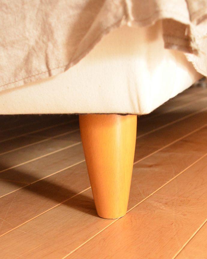 オリジナルソファ アンティーク風 お家の洗濯機で洗えるHandleオリジナルのリネンソファ。足元のカバーをめくると…ソファの脚はこんな感じ。(hos-100)