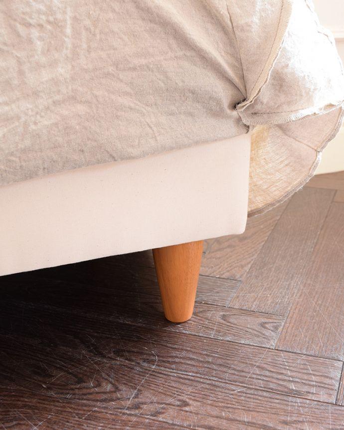 アンティーク風の椅子 アンティーク風 お家の洗濯機で洗えるHandleオリジナルスツール 足元のカバーをめくると…ソファの脚はこんな感じ。(hos-200)