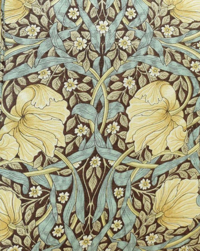 アンティーク風の椅子 アンティーク風 ウィリアムモリスの生地が美しいHandleオリジナルスツール「Marie(マリー)」 ピンパネルもともとは壁紙としてデザインされ、モリスが晩年に住んでいたケルムスコットハウスのダイニングルームでオリジナルが使われました。(hos-201)