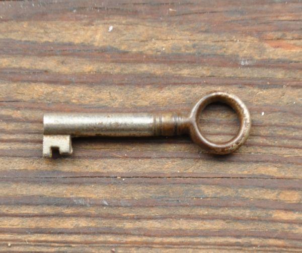 j-1264-f アンティークショーケースの鍵