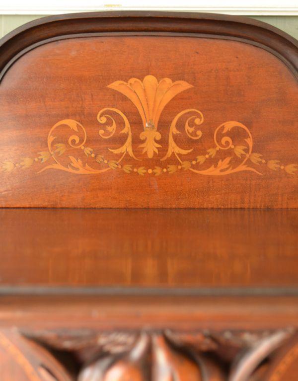 j-1495-f アンティークガラスキャビネットの装飾2