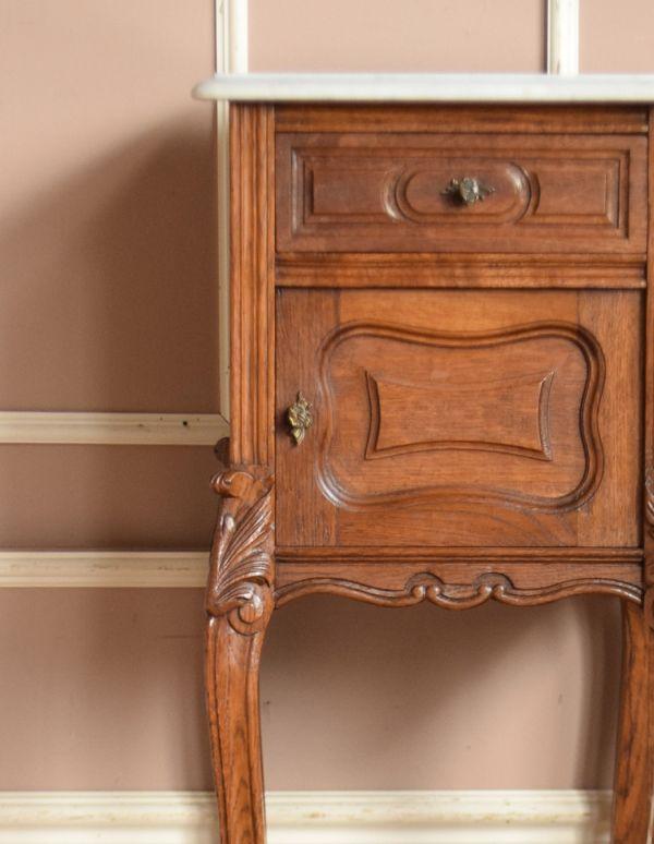 j-1539-f アンティークナイトテーブルのアップ