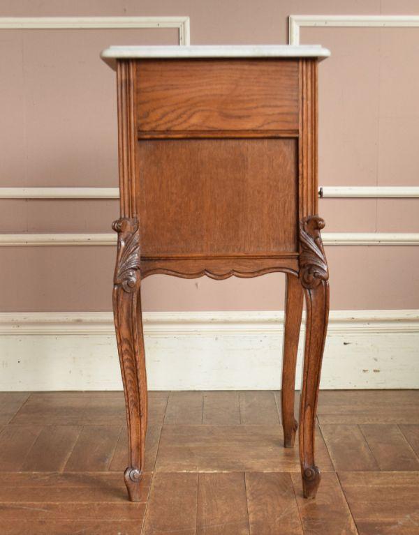 j-1539-f アンティークナイトテーブルの横