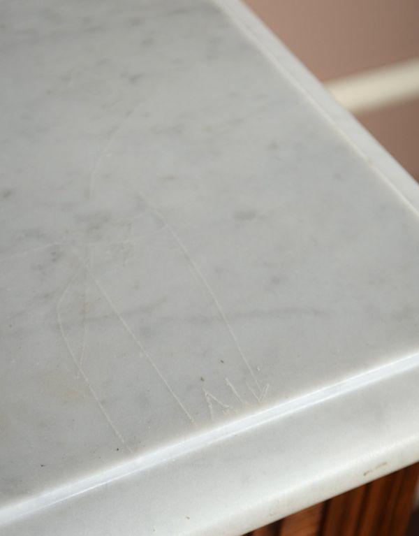 j-1539-f アンティークナイトテーブルのキズ