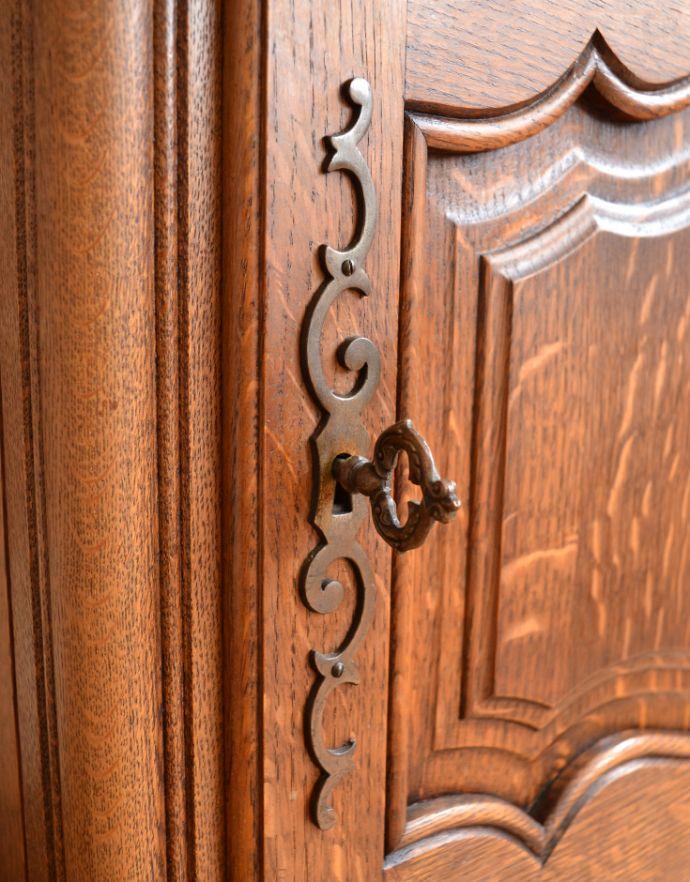 j-1704-f アンティークガラスキャビネットの鍵・下
