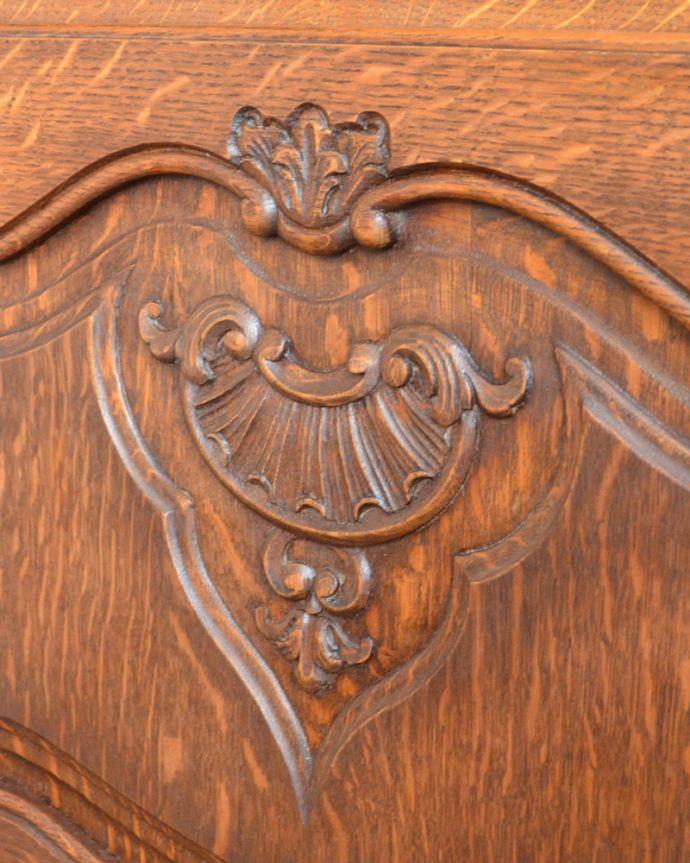 j-1704-f アンティークガラスキャビネットの彫り2