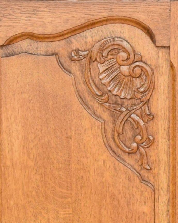 j-1749-f アンティークコーナーキャビネットの彫り