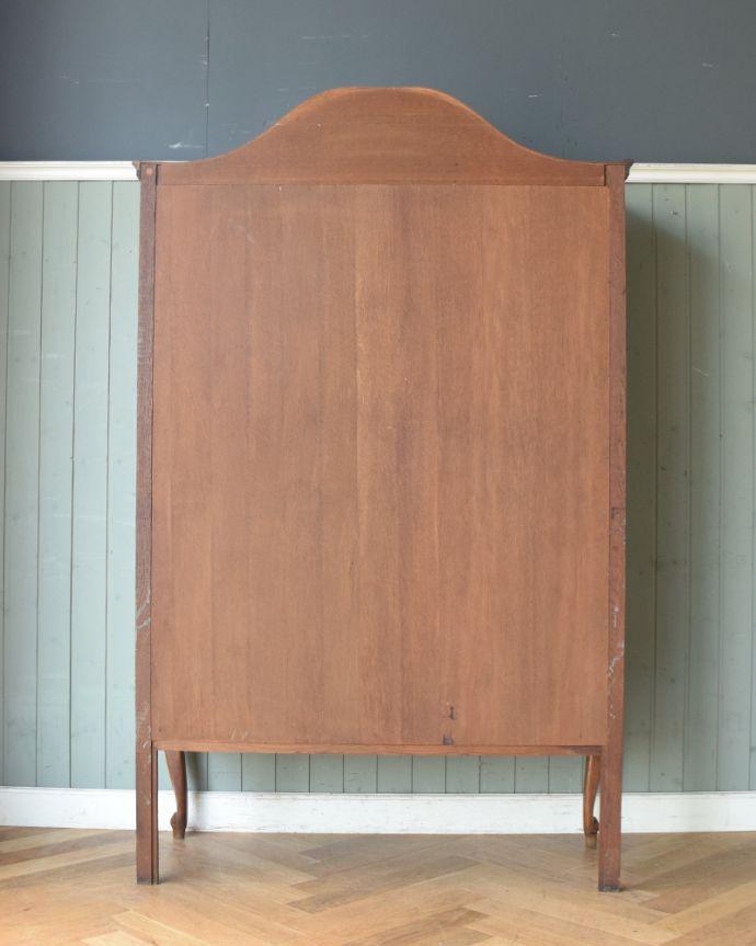 アンティークのキャビネット アンティーク家具 フランスから到着したアンティーク家具、繊細な彫りが美しいガラスキャビネット(食器棚)。キチンとメンテナンスしてあるので、裏側もキレイです。(j-1758-f)