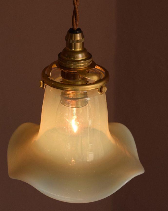 ペンダントライト 照明・ライティング ランプシェード 取り付け金具は日本仕様シェードはアンティークですが、取り付け金具は日本仕様の新しいものです。(j-179-z)