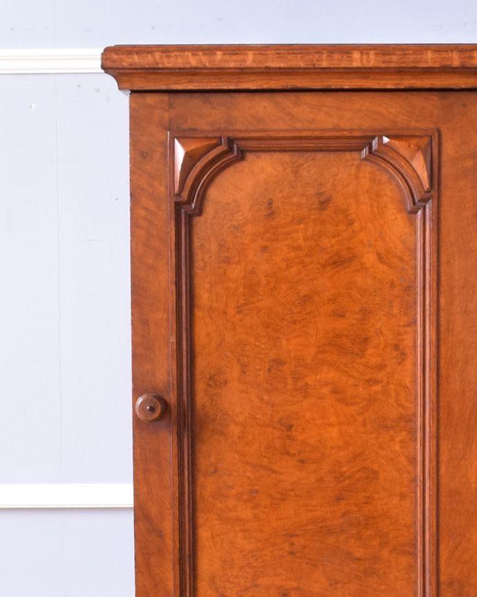 j-1852-f アンティークナイトテーブル(ベッドサイドキャビネット)のアップ