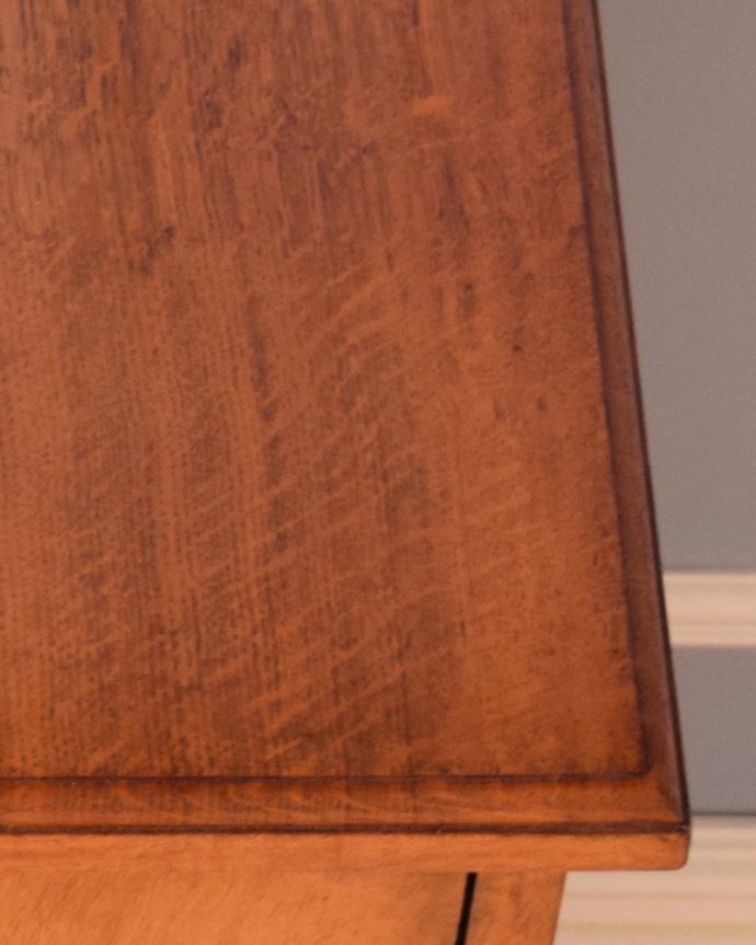 j-1852-f アンティークナイトテーブル(ベッドサイドキャビネット)の角