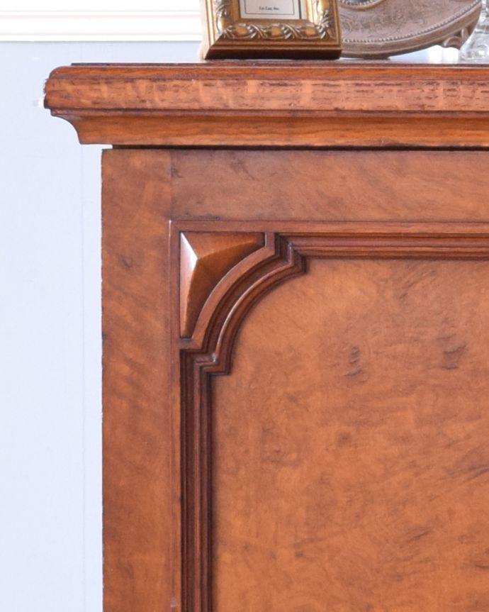 j-1852-f アンティークナイトテーブル(ベッドサイドキャビネット)の彫り