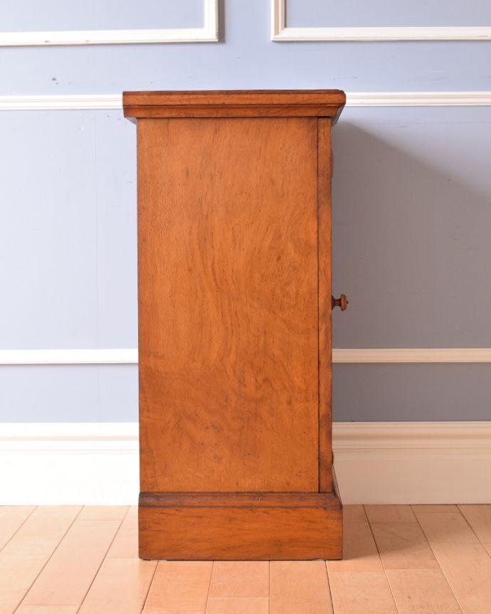 j-1852-f アンティークナイトテーブル(ベッドサイドキャビネット)の横