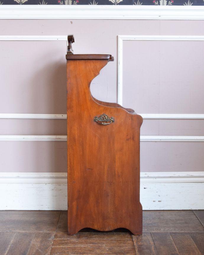 j-1858-f アンティークコールボックスの横