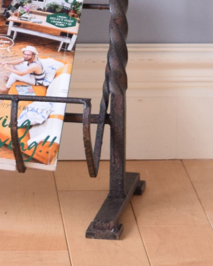 j-1890-f アンティークマガジンラック(コミック収納)の脚