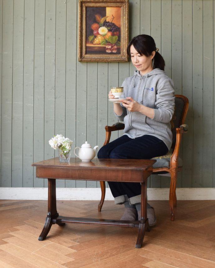 j-1897-f アンティークコーヒーテーブルのモデル入り
