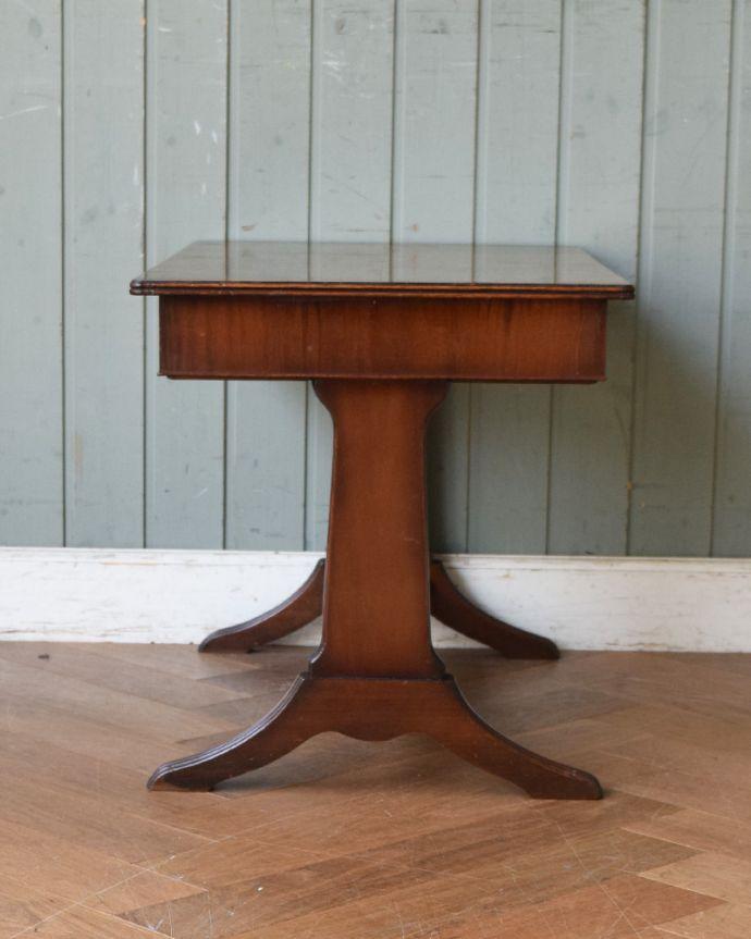 j-1897-f アンティークコーヒーテーブルの横