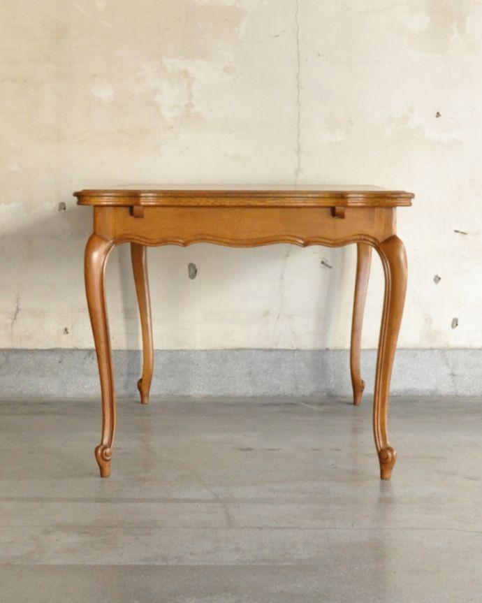 j-1898-f アンティークドローリーフテーブルの横